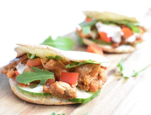 Food Friday: Pita broodjes met pulled chicken, komkommer en knoflook saus